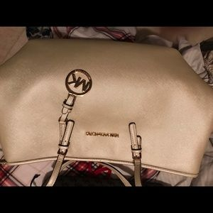 Michael Kors bag clean no rips